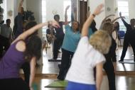 foto de personas haciendo ejercicios