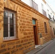 Vista de la fachada de una vivienda de del Centro Histórico de Cádiz